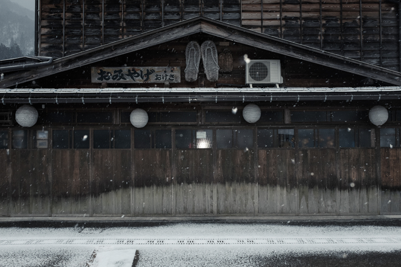 Shirakawago Shop - Snow | George Nobechi